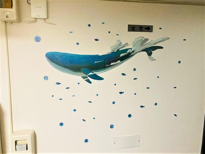 5階廊下壁紙に手を加えました。見栄えのする廊下に変わりました。