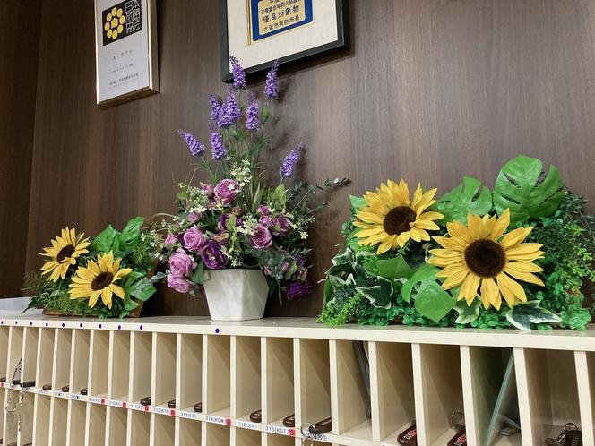 夏仕様のフロントのウォールグリーンです。季節ごとに花を変えてます!