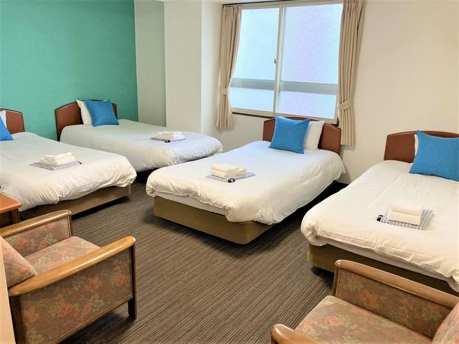 禁煙フォースルーム 広々4つのシングルベッドでお過ごしいただけます。