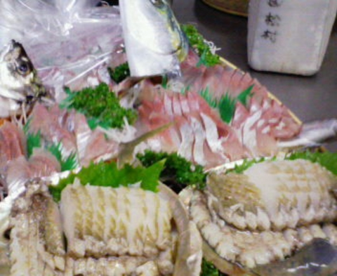 【祝い魚】≪美し国≫地魚3種・鮑・伊勢海老舟盛り☆伊勢海老塩焼き