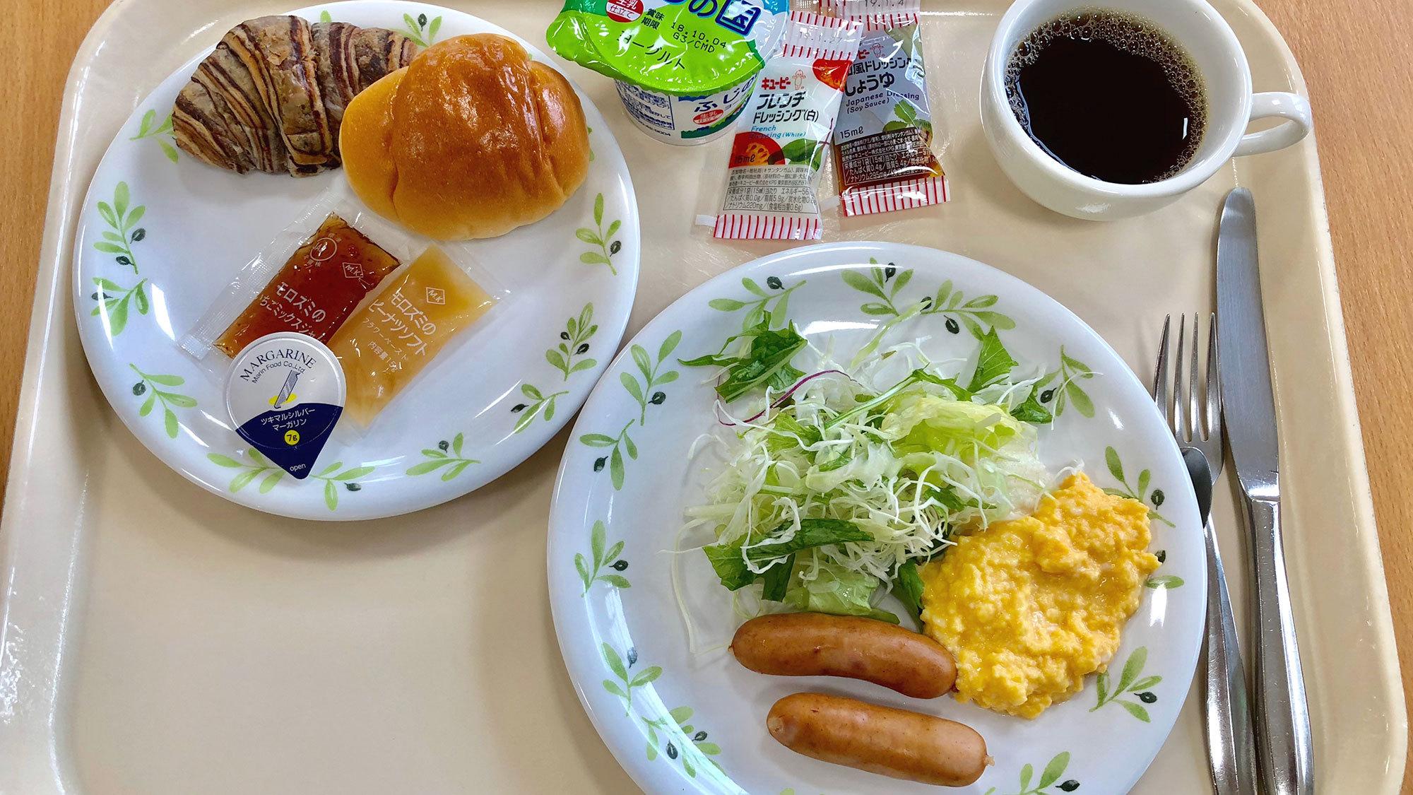 ・朝食の一例 お食事はセルフサービススタイルとなっております。
