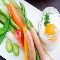 新鮮な高原野菜はエッグスラットにつけてどうぞ♫