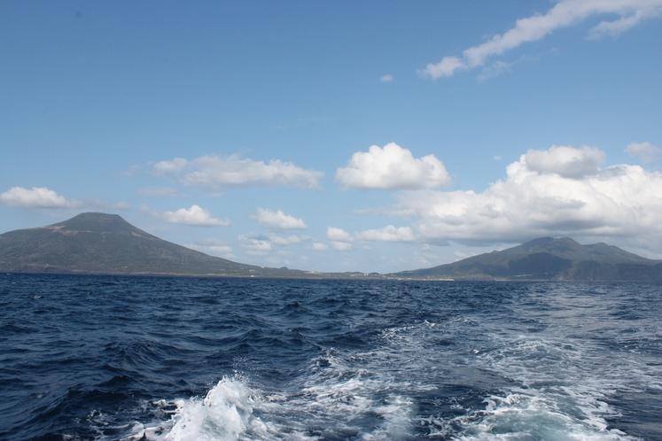 釣り船から見た八丈島
