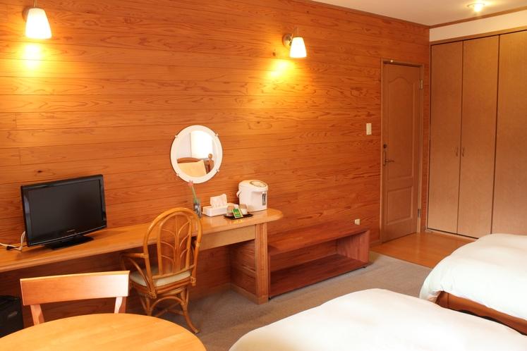 木の香りがするシンプルなデザインのお部屋