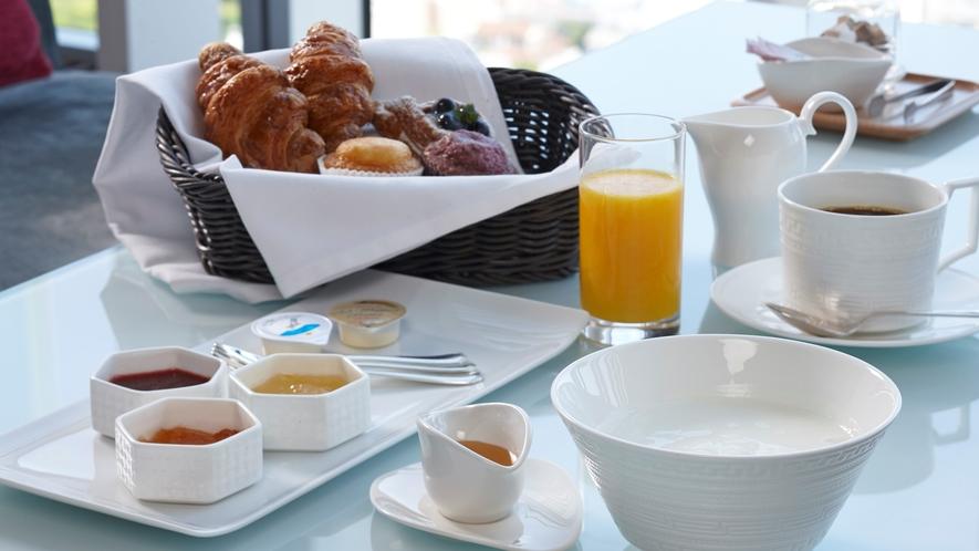 朝食(コンチネンタルブレックファスト)