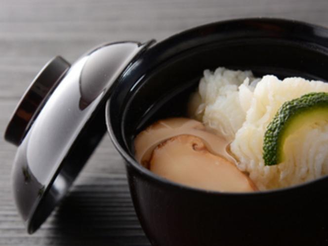 先吸い物 早松 鱧 柚子(夕食一例)/レストラン