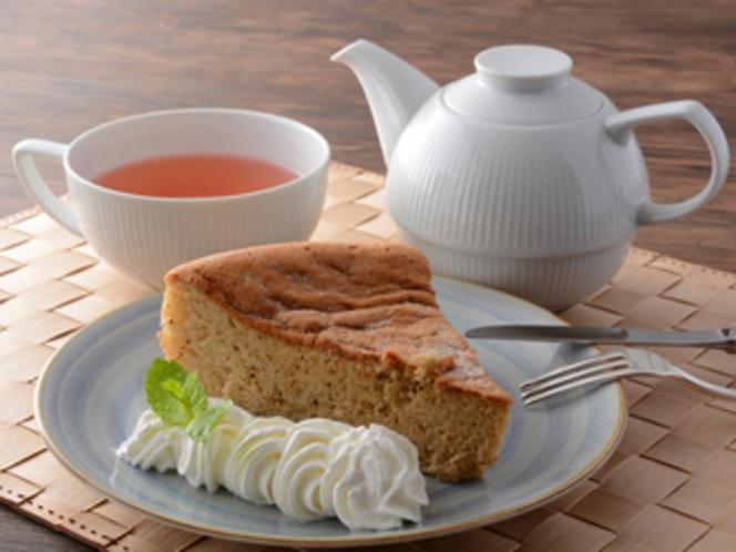 紅茶とシフォンケーキセット/カフェ