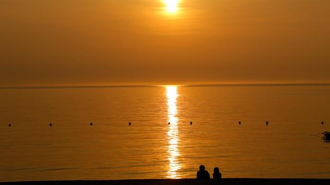 【平日限定・カップルステイ】二人だけの時間が流れる浜辺の離宮 〜Akaneiro〜