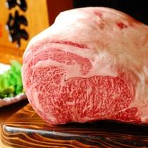【厳選の米沢牛】屈指のブランド牛として全国的に評価される米沢牛。信頼ある目利きで一頭丸ごと買付てます