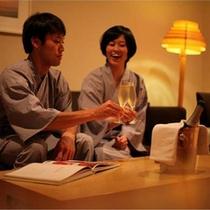 【くつろぎの時】夕食の後は、お部屋でゆっくりと二人の時間をお過ごしください