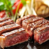 【米沢牛サーロインステーキ】米沢牛の旨みをシンプルに味わうならステーキ。柔らかな風味が格別