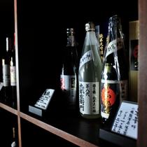 【お酒】館内の酒蔵には、地酒、地ワインや焼酎など銘酒が揃う。好きな銘柄を夕食の一杯にセレクトしては?