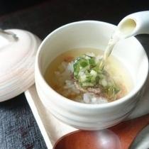 【2017夏メニュー】テールと山形のだしのお茶漬け※10時間程煮出しした牛骨とかつおだしスープ