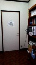 【2階】踊り場・電子レンジ・浴衣・予備タオル