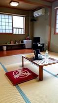 【2階】宿泊ルーム・和室8畳+板間3帖