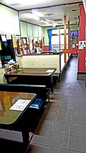 【1階】食堂テーブル席