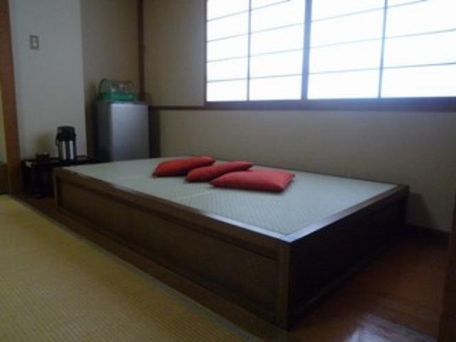 禁煙12畳間シャワールーム完備 畳ベッド