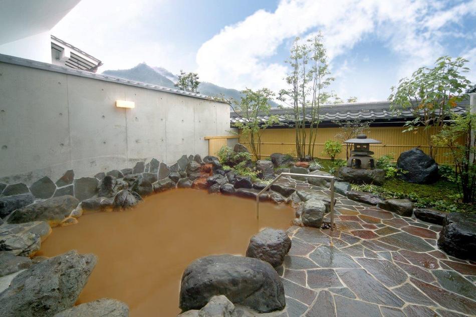 ◇長良川温泉◇ 露天から望む金華山