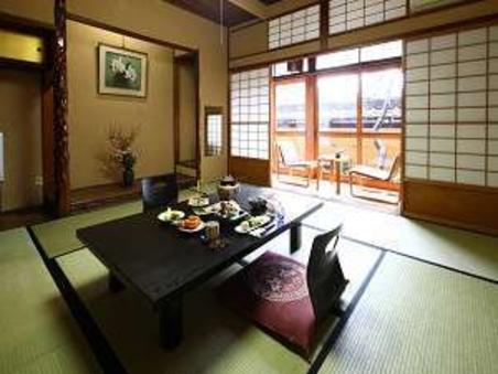 中庭側和室(10畳)【禁煙】