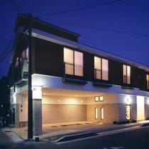 07 [外観] 部屋数4の小さな旅館