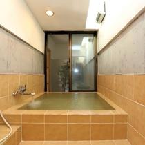 31 [浴室] 観葉植物を眺めながら