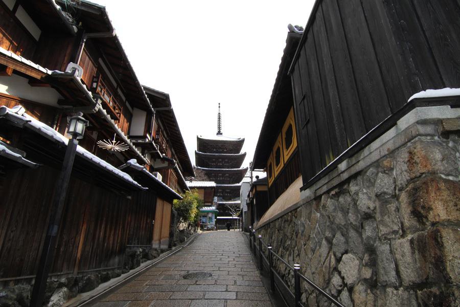 近隣風景:雪の八坂の塔(歩3分)