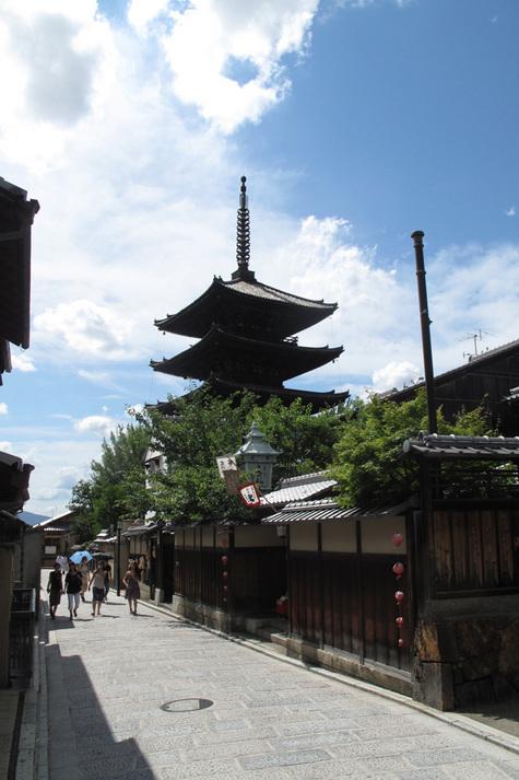 近隣風景:八坂の塔(歩3分)