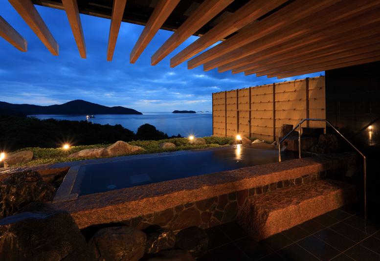岩風呂(夜景)◆昼、夕、夜と違った表情を魅せてくれます♪