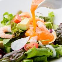小海老とアボカドの サラダ/12階レストランG
