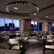 【12階レストランG】全面ガラス張りの店内で、新宿の夜景を一望しながら素敵な時間をお過ごしください。