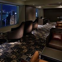 【13階クラブラウンジ】チェックイン・チェックアウト、コンシェルジュサービスがご利用可能です。