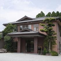 ■【外観】九州山鹿の奥座敷といわれる平山温泉郷にあります。