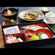 *朝食◆エビ汁にお魚、イカ刺しと朝も美味しく召し上がれ