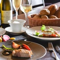 洗練された技と独創性で仕立てる至福の一皿は、 ワインはもちろん地元の銘酒にも相性ぴったり。