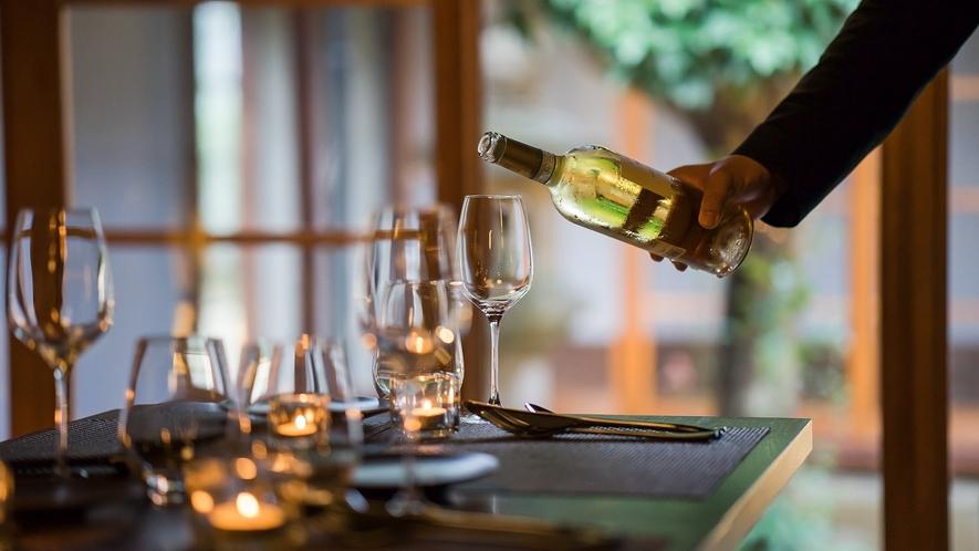 季節によって変わる食材の旬を見極め、洗練された技で仕立てる至福の一皿は、ワインとの相性も抜群。