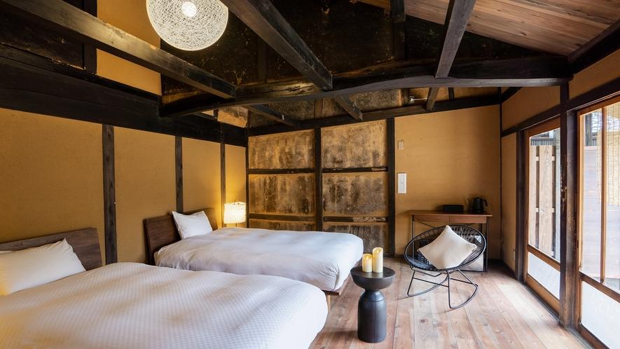 【VMGプレミア・藤302】2階に和室を備えたロフトタイプの客室。縁側からはプライベートなお庭