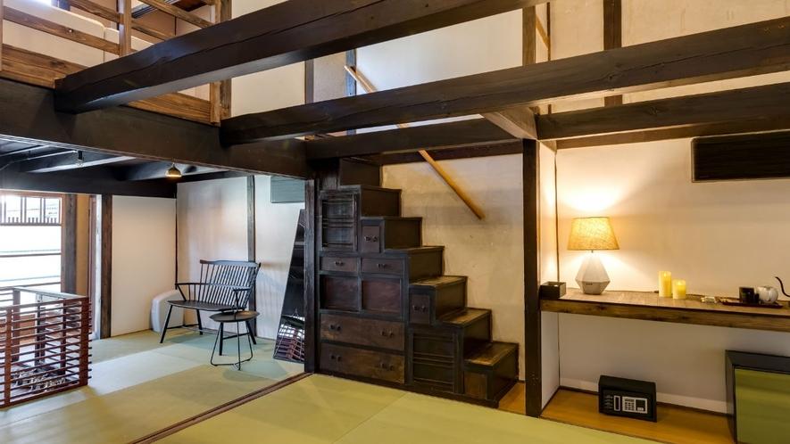 【VMGスイート (ペットと泊まれる・4名定員)】歴史を感じる箱階段が印象的な、127平米の一棟貸切