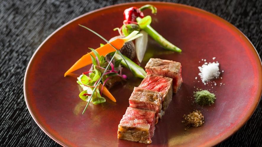 ミネラル分の多い牧草に恵まれた但馬牛。そのとろけるような美味しさを余すところなくコース料理で表現。