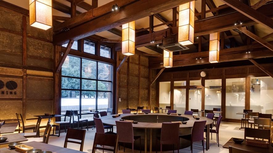 元発酵蔵をリノベーションした開放感あふれるレストラン。