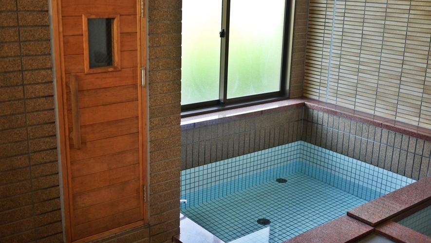 *男女入れ替え制の大浴場と家族風呂が1つずつございます。