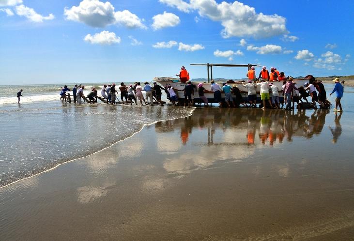 真っ青な海と水平線が広がる九十九里浜の海