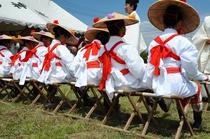 御田植祭 毎年4月29日に行われます 早乙女による田舞や手植えが行われます