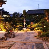 *【天領】自慢の日本庭園をご覧いただきながら、お食事をお楽しみいただけます。