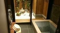 *【新館客室お風呂】新館客室には石造りのお風呂が。散策の疲れをお湯に流してゆったりと。