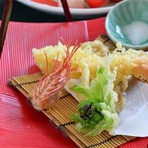 *夕食一例/新鮮な山海の幸を素材に、繊細な技が織りなす目にもご満足頂ける逸品。