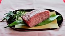 *〔最上級〕やっぱり外せない肉料理。美味しい牛肉をお楽しみいただけるお食事です(イメージ)