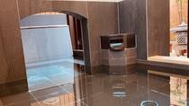 *【大浴場】お湯に浸かりながら箱庭を楽しめます。