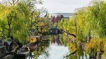 *【周辺観光】倉敷美観地区まで徒歩約30秒。倉敷川沿いの柳並木の風景