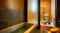 *【新館】和室10畳:お風呂は半露天風呂があり、お湯に浸かりながら箱庭を楽しめます。