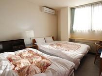ダブルベッド&シングルベッドルーム